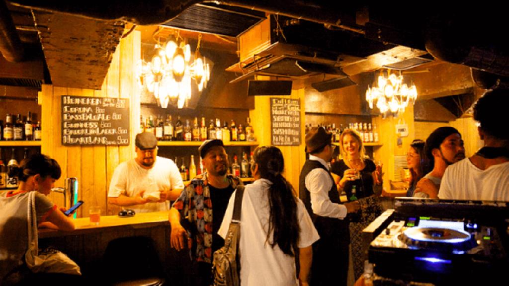 出典:平日も楽しめる、渋谷のDJバー